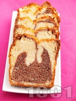Лесен пухкав кекс в два цвята с какао - снимка на рецептата